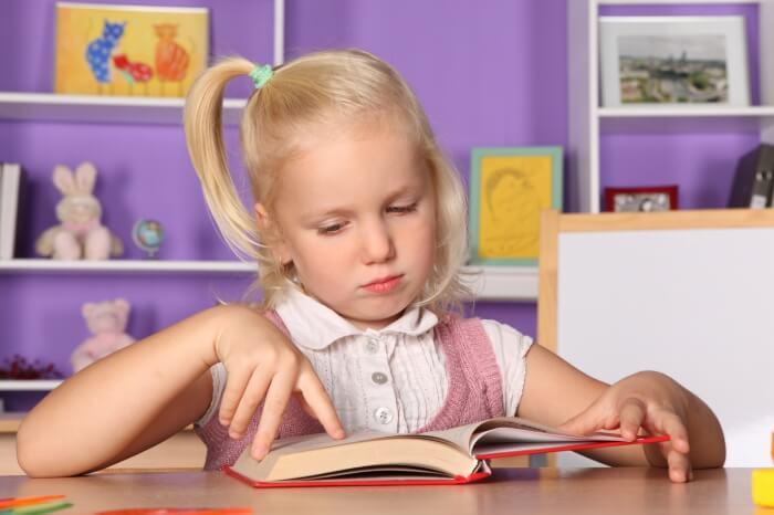 В каком возрасте лучше начинать учить скорочтению детей